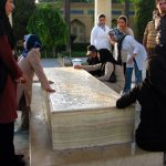 Rituals at Poets' Tombs