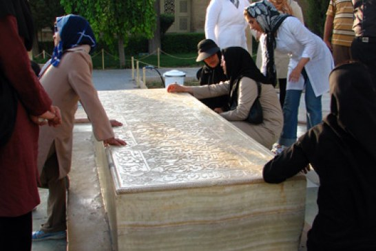 Why Many Iranians Visit Tombs of Poets?