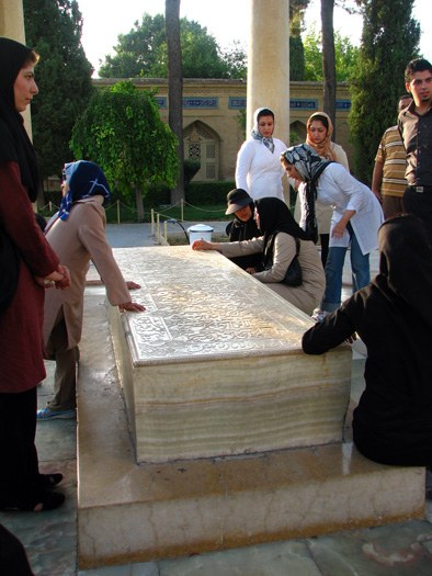 Rituals at the Tombs of Iranian Poets