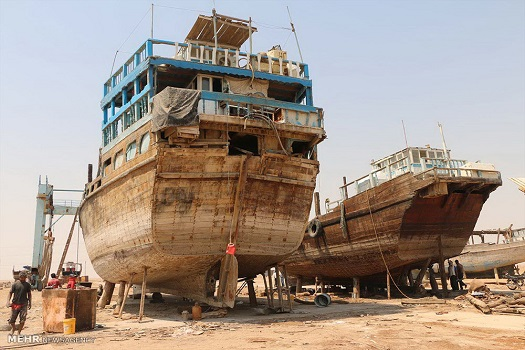Iranian Lenj Boats under Construction