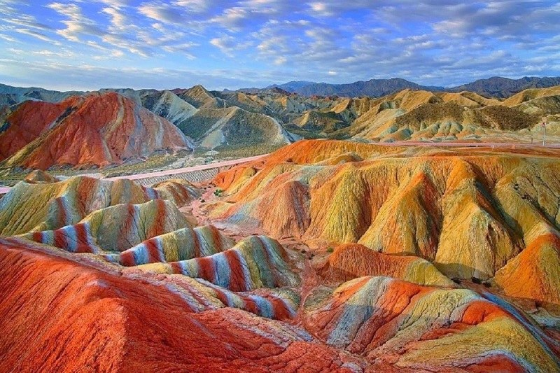 Zanjan Natural Attractions Colorful Mountains 001