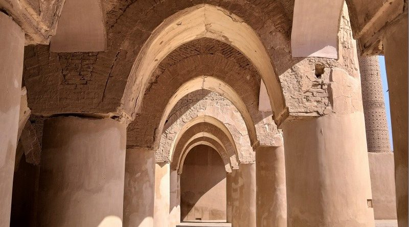 Damghan Tourist Attraction: Tarikhaneh Mosque