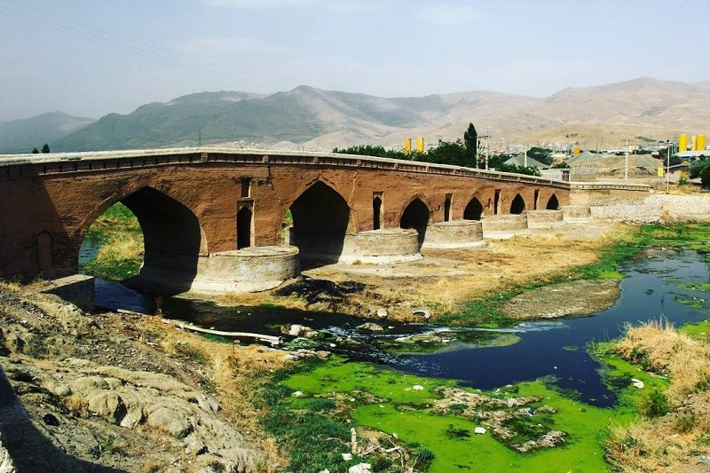 Qeshlaq Historical Bridge