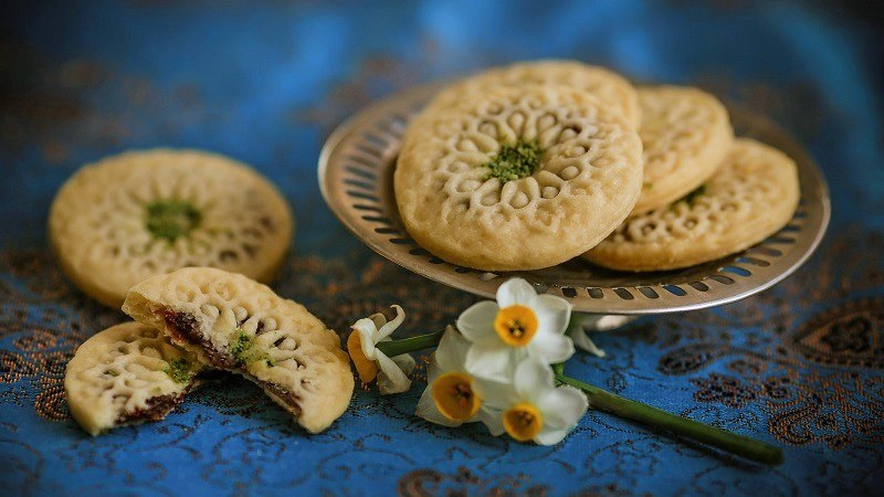 Attractions of Heritage Tours of Iran: Kolompeh Cookies